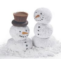 Several adorable crafty ideas and food ideas for Christmas.   Several would be great for kids to do!  These snowmen are made out of donut wholes and small donuts!