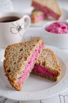 Mirabelkowy blog: Różowa pasta do chleba - na Różowy Tydzień
