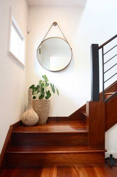 Enticing Staircase Landing Designs Applying Creative Ideas : Small Staircase Landing Decorated With Two Stylish Vases And Mirror On Wall Stair Landing Decor, Staircase Landing, Stair Decor, Staircase Decoration, Small Space Staircase, Staircase Contemporary, Modern Staircase, Staircase Design, Wood Staircase