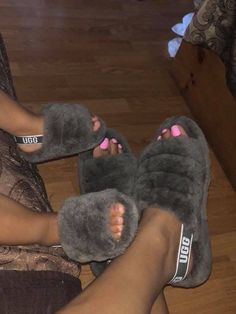 Shop Women's Pink Black size 7 Slippers at a discounted price at Poshmark. Description: Brand New Ugg Slippers. Sold by Fast delivery, full service customer support. Cute Shoes, Me Too Shoes, Ugg Boots, Shoe Boots, Ugg Sandals, Baby Uggs, Ugg Slippers, Mode Outfits, Fitness Motivation