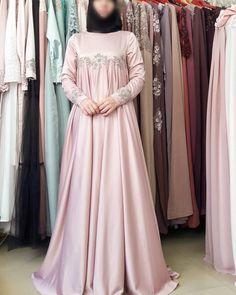 Abaya Fashion, New Fashion, Womens Fashion, Hijab Gown, Moslem Fashion, Dress Pesta, Muslim Dress, Mode Hijab, Muslim Women