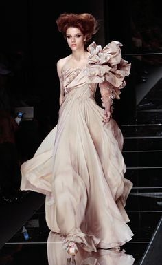 Elie Saab makes some of the prettiest, most feminine dresses I've ever seen. #elie #saab