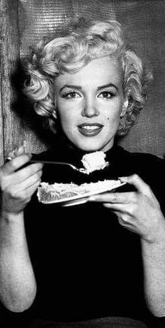 Marilyn in Korea, February Marilyn Monroe Photos, Marylin Monroe, Hollywood Stars, Old Hollywood, Imperfection Is Beauty, Gary Cooper, Bild Tattoos, Gentlemen Prefer Blondes, Norma Jeane