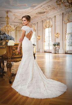 beautiful, elegant backless dress, perfect for a fall wedding <3