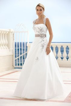 Ladybird 316016 Bridal Wedding Dresses & Wedding Gowns Source by Bridal Wedding Dresses, Dream Wedding Dresses, Wedding Attire, Bridesmaid Dresses, Wedding Ceremony, Beautiful Gowns, Pretty Dresses, The Dress, Marie