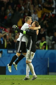 Shared by Camila Martins. Find images and videos about football, die mannschaft and euro 2016 on We Heart It - the app to get lost in what you love. Uefa European Championship, European Championships, German National Team, Germany Vs, Germany Football, Bastian Schweinsteiger, Football Is Life, France, Fifa World Cup