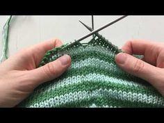 Ohjevideo. Raitojen kohdistaminen. (yli 3 kerroksen raidat) - YouTube Knitted Hats, Knit Crochet, Stitch, Knitting, Walking, Shoes, Fashion, Girls Dresses Sewing, Girls Dresses