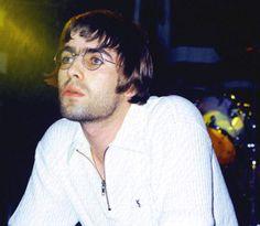 Liam Gallagher Oasis, Britpop, Great British, Cool Bands, Pretty Boys, Rock N Roll, Manchester, Beautiful Men, Fangirl