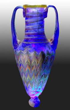 Beautiful Antique Glass Amphora ~ Colors of the Sea Art Of Glass, My Glass, Wine Glass, Antique Bottles, Antique Glass, History Of Glass, Stained Glass Church, Objet D'art, Glass Design