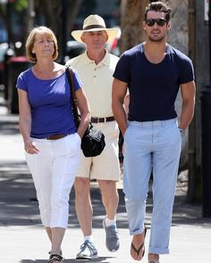 David Gandy & his parents out in Sydney, Australia on November 11, 2015.