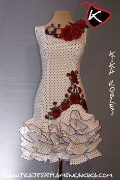 Trajes de flamenca a medida, diseño propio y fabricado en España, especialidad en trajes madre e hija a juego