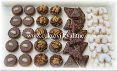 web s cukrovím Czech Recipes, Christmas Cookies, It Cast, Sweets, Desserts, Food, Pastries, Cheesecake, Xmas Cookies