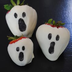 I have laughed so hard...these are too cute for Halloween parties! Ghost and Mummy Chocolate Covered Strawberries