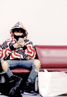 Baekhyun   When he look at sasaeng fan >.<