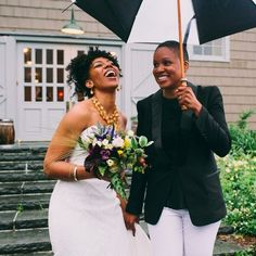 Having or shooting an outdoor wedding? Even if it rains, you can still get the most amazing -- and unique -- wedding photography. just like these 24 couples, who absolutely nailed their rainy day weddings. Cute Lesbian Couples, Lesbian Love, Lesbian Humor, Couples Lesbiens Mignons, Wedding Photography List, Black Lesbians, Dream Wedding, Wedding Day, Rainy Wedding