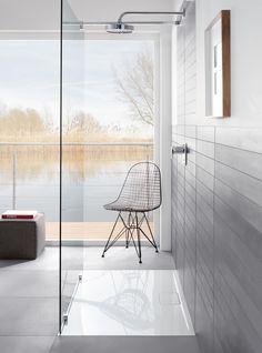 Platos de ducha que convencen. El plato de ducha es la «base» de la ducha de sus sueños, también desde el punto de vista óptico. Los platos de ducha de Villeroy & Boch convencen gracias a su estética atemporal, que se adapta a los más diversos estilos.