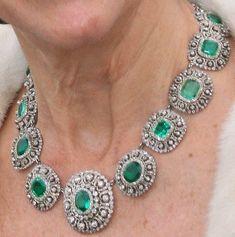 Real Diamond Necklace, Emerald Necklace, Diamond Pendant, Necklace Set, Diamond Jewelry, Diamond Necklaces, Jewellery Sketches, Royal Jewels, Emerald Diamond