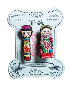 Kokeshi and Матрёшка@ tamao(タマオ)のビーズ刺繍ミニブローチ2(ピッチャーとホットケーキ/鉛筆とはさみ/こけしとマトリョーシカ/右手とカメラ/富士山とキモノガール)(ブローチ/コサージュ) その他3