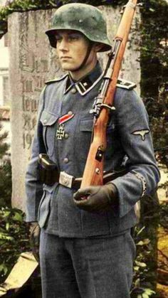 A Waffen-SS Scharführer of Junkerschule Bad Tölz Military Tactics, Military Men, Military History, German Soldiers Ww2, German Army, Military Costumes, Germany Ww2, German Uniforms, War Dogs