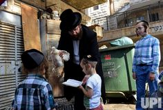 Ultra-Orthodox Jews perform Kapparot ritual before Yom Kippur - UPI.com
