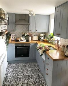 Kitchen Inspiration Acorn Cottage Pursue your dreams of the perfect Scandinavian style home with these inspiring Nordic apartment designs - fitness Home Decor Kitchen, Kitchen Interior, New Kitchen, Home Kitchens, Kitchen Units, Small Cottage Kitchen, Kitchen Wood, Kitchen Sink, Small Cottage Interiors
