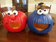 Elmo and Cookie Monster pumpkin carving for Halloween! Halloween Tags, Costume Halloween, Holidays Halloween, Halloween Pumpkins, Halloween Crafts, Happy Halloween, Halloween Party, Halloween Decorations, Elmo Costume