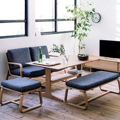 Ahmed Saleh 3D regala este set de modelos de una mesa de comedor con 3 tipos de asientos, una silla, una banca y un sillón, disponibles con 3ds Max.