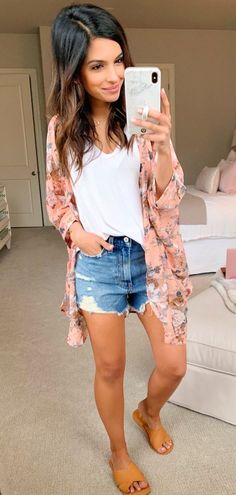 Favored Spring Outfit Trends Ideas For 2019 - Putting together your spring fashion wardrobe is a lot of fun. After months of dark colors and heavy fabrics you now are able to put together an outfi. Mode Outfits, Short Outfits, Outfits For Teens, Trendy Outfits, Fashion Outfits, Womens Fashion, Fashion Trends, Fashion Clothes, Outfits With Kimonos