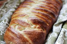 Cardamom Sweet Bread (Pulla) This is like a cinnamon rolll. Cardomom Recipes, Types Of Bread, Sweet Bread, Cinnamon Rolls, Bread Recipes, Favorite Recipes, Dinner, Cooking, Desserts