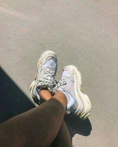 Cheap Balenciaga Triple S Trainers White sneakers online Rare Sneakers, Chunky Sneakers, White Sneakers, Air Max Sneakers, Sneakers Fashion, Shoes Sneakers, Fashion Shoes, Baskets, Slippers