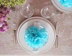 Trendy Wedding, blog idées et inspirations mariage ♥ French Wedding Blog: DO IT YOURSELF : Le pompon en papier de soie pour la décoration de...