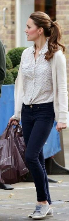 Kate Purse Mulberry. Boucles d'oreilles Kiki McDonough. Chaussures Velout à la menthe.