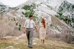Such a fun couple in a beautiful mountain setting. I love engagement sessions!    Lori Romney Photography | What to wear for engagement sessions | Mountain Engagements