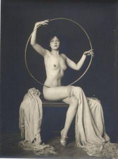 Alfred Cheney Johnston - Ziegfeld Girls And Other History Of Photography, Nude Photography, Vintage Photography, Glamour Photography, Star Goddess, Moon Goddess, Norse Goddess, Sacred Feminine, Divine Feminine