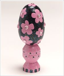 Sparkly Black Egg with Pink Flowers and Rhinestones #modpodge #crafts #folkart