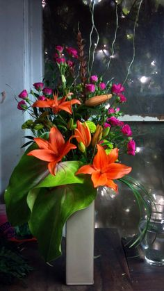 MODERN ARRANGEMENT DESIGNED BY THE LITTLE SHOP OF FLOWERS IN STILLWATER, OK FOR INFORMATION CALL 405-372-1200