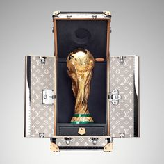 """Louis Vuitton on Twitter: """"France is back ! 🇫🇷🏆 @LouisVuitton congratulates the winning team of the 2018 #WorldCup… """" World Cup Russia 2018, World Cup 2018, Fifa World Cup, World Cup Trophy, Trophy Design, World Cup Final, Hard Work And Dedication, Louis Vuitton, World Football"""