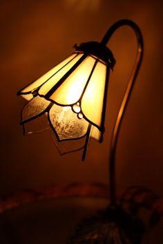 ステンドグラス アトリエR Tiffany, Stained Glass Lamps, Art Nouveau Design, Minion, Table Lamp, Shades, Lighting, Ribbon Embroidery, Home Decor