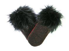 Mitaine d'hiver, mitaine de fourrure, fourrure noire, mitaines de laine, laine bouillie, mitaines chaudes, fait au Québec, Croque-Mitaines de la boutique CroqueMitaines sur Etsy Fur Slides, Gloves, Boutique, Wool, Sandals, Etsy, Fashion, Fingerless Gloves, Winter