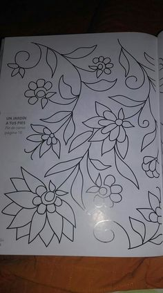 Hand Embroidery Flowers, Crewel Embroidery, Hand Embroidery Patterns, Applique Patterns, Beading Patterns, Floral Bedspread, Beadwork Designs, Floral Drawing, Sewing Leather