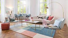 """So funktioniert der Look """"Happy Chic"""". Eine zauberhafte Liaison: Zarte Pastelltöne flirten mit eleganten Designmöbeln! Das Ergebnis ist ein schicker Look, der Frühlingsgefühle weckt. Die fröhliche Farbpalette verleiht den edlen Pieces wie Statement-Stühlen, Marmortisch und Samt-Sofa eine moderne Leichtigkeit. Gepaart mit ein bissch…"""