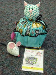 Catty Caddy with mouse pincushion