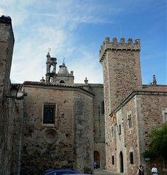 Torre del Palacio de las Cigüeñas desde la Plaza de las Veletas