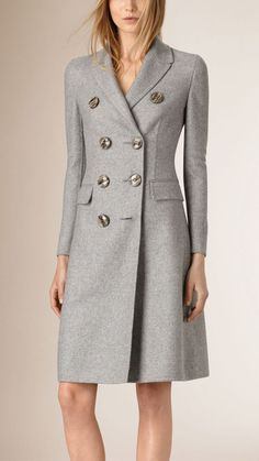 A tailored double-breasted grey coat in cashmere. The design is unlined and tapered at the waist for a close fit - BurberryClassic dove grey with unique buttonsCan't get enough of double breasted classic looksThings Sanjana would wearfall coats for Kids Snow Jacket, Coats For Women, Jackets For Women, Ladies Coats, Suede Trench Coat, Pantalon Cigarette, Womens Windbreaker, Most Beautiful Dresses, Cashmere Coat