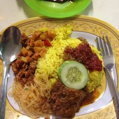 Nasi Kuning Juara Miss Intelegensia di Lontong Makmur Medan #kulinermedan #kuliner