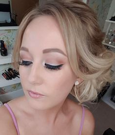"97 Likes, 7 Comments - Katie May (@katiemay_mua) on Instagram: ""Soft makeup look for yesterday's #wedding 👰🎩 . . . . . #makeup #makeupbyme #weddingguest…"""