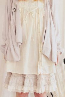 Mori GIrl: Flowy, oversized dresses in neutral or pastel(in this case a skirt). Ruffles and lace are a plus and make it really feminine. Be modest in the way you dress (so nothing way above the knee, ie. mini skirts). Asymmetrical is good too (gives that fairy-like look)