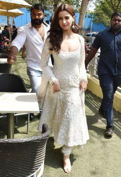 Buy Bollywood Alia Bhat white Kalank promotion anarkali in UK, USA and Canada Anarkali Dress, Red Lehenga, Lehenga Choli, Alia Bhatt Lehenga, White Anarkali, White Salwar Suit, Sabyasachi, Indian Wedding Outfits, Pakistani Outfits