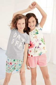 Because PJs are the ONLY attire for days off, right? This kids have the perfect idea.