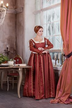 Renaissance red woman dress end of 15th beginning 16th